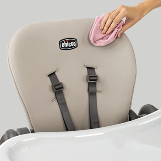 Easy-Clean Seat